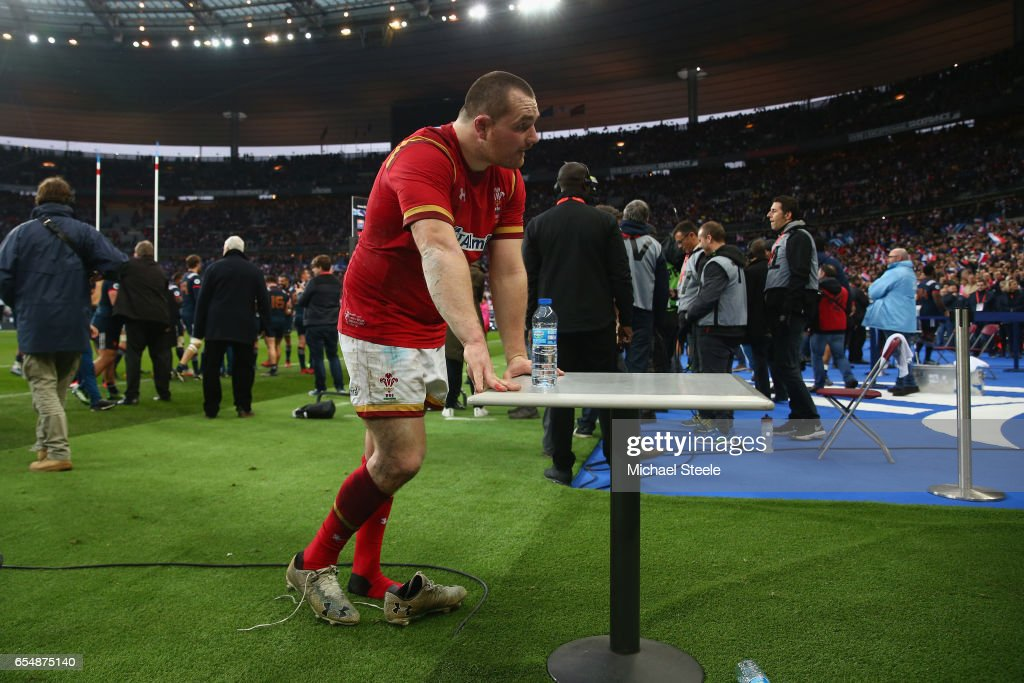 Ken Owens of Wales is dejected after his sides 18-20 defeat during the RBS Six Nations match between France and Wales at Stade de France on March 18, 2017 in Paris, France.