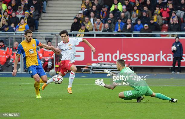 Ken Reichel Eroll Zejnullahu of 1 FC Union Berlin and Rafal Gikiewicz of Eintracht Braunschweig in action during the game between Eintracht...