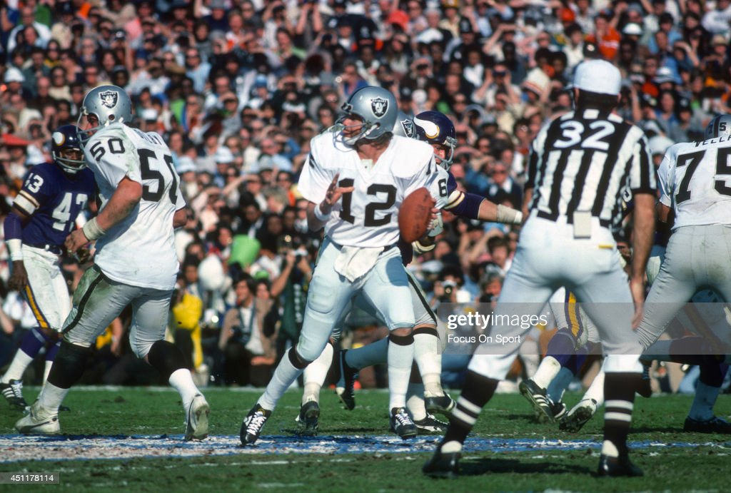 Ken Stabler #12 of the Oakland Raiders drops back to pass against the Minnesota Vikings during Super Bowl XI on January 9, 1977 at the Rose Bowl in Pasadena, California. The Raiders won the Super Bowl 32 -14.