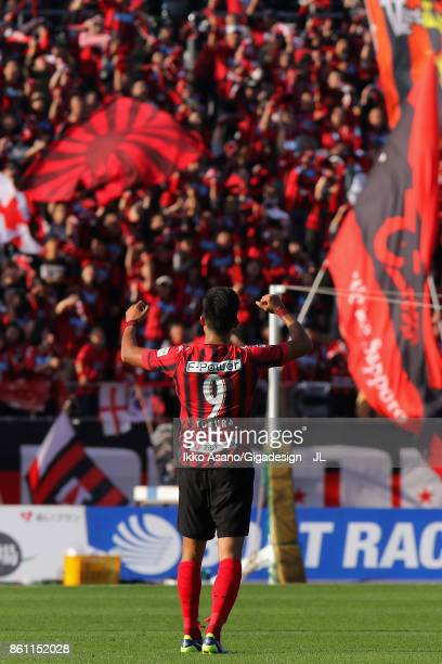 Ken Tokura of Consadole Sapporo celebrates his side's 30 victory in the JLeague J1 match between Consadole Sapporo and Kashiwa Reysol at Sapporo...