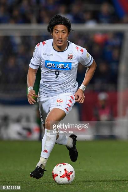 Ken Tokura of Consadole Sapporo in action during the JLeague J1 match between Yokohama FMarinos and Consadole Sapporo at Nippatsu Mitsuzawa Stadium...
