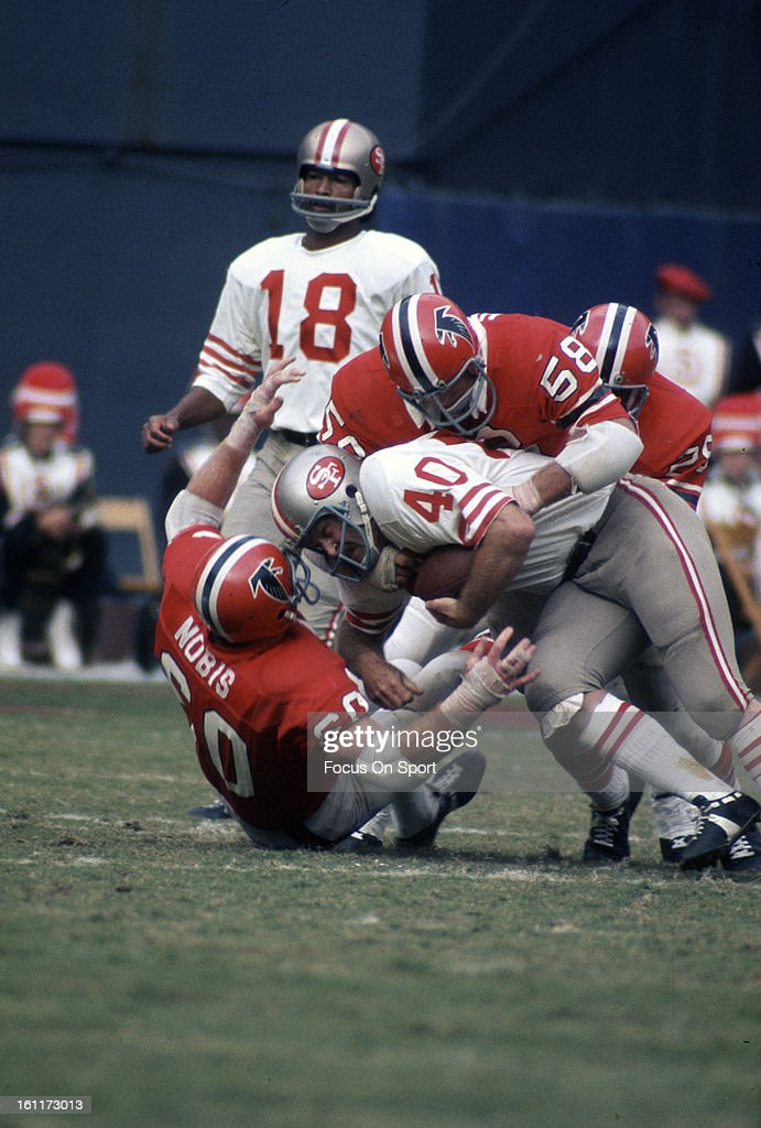 Ken Willard #40 of the San Francisco 49ers gets tackled by Don Hansen #58 and <a gi-track='captionPersonalityLinkClicked' href=/galleries/search?phrase=Tommy+Nobis&family=editorial&specificpeople=993224 ng-click='$event.stopPropagation()'>Tommy Nobis</a> #60 of the Atlanta Falcons during an NFL football game October 29, 1972 at Atlanta Stadium in Atlanta, Georgia. Willard played for 49ers from 1965-73.