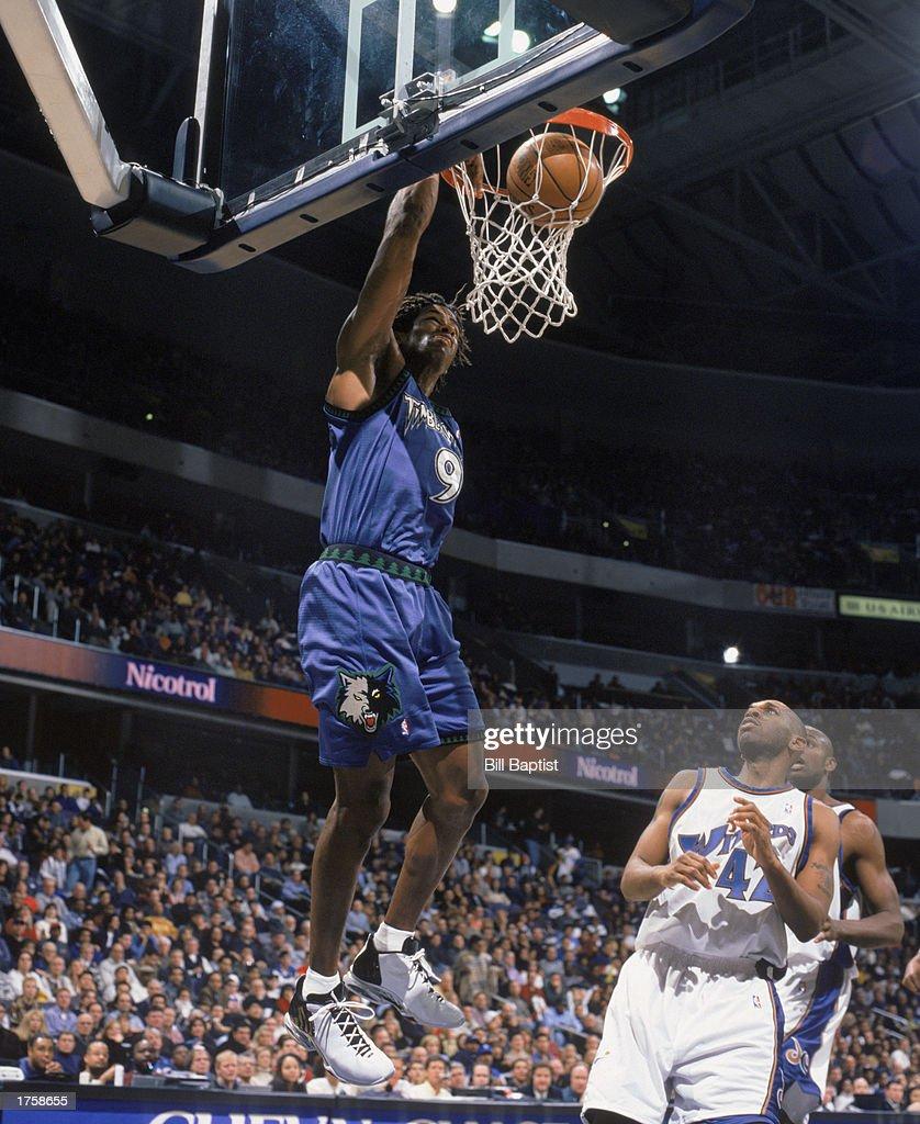 Kendall Gill dunks
