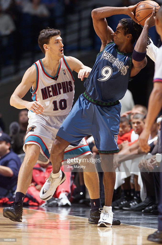 Kendall Gill #9 of the Minnesota Timberwolves looks to pass while under pressure by Gordan Giricek #10 of the Memphis Grizzlies during the NBA game at The Pyramid on November 15, 2002 in Memphis, Tennessee. The Timberwolves won 99-95.
