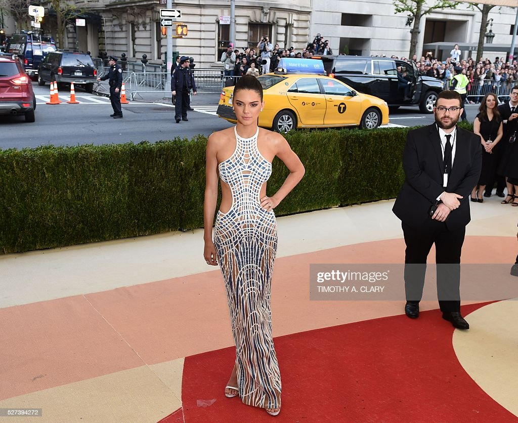 Kendall Jenner arrives for the Costume Institute Benefit at The Metropolitan Museum of Art May 2, 2016 in New York. / AFP / TIMOTHY