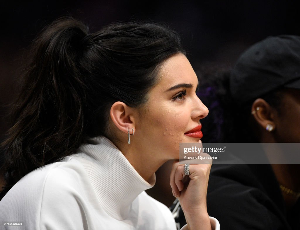 Kendall Jenner attends the Los Angeles Clippers and Memphis Grizzlies basketball game at Staples Center November 4 2017, in Los Angeles, California.
