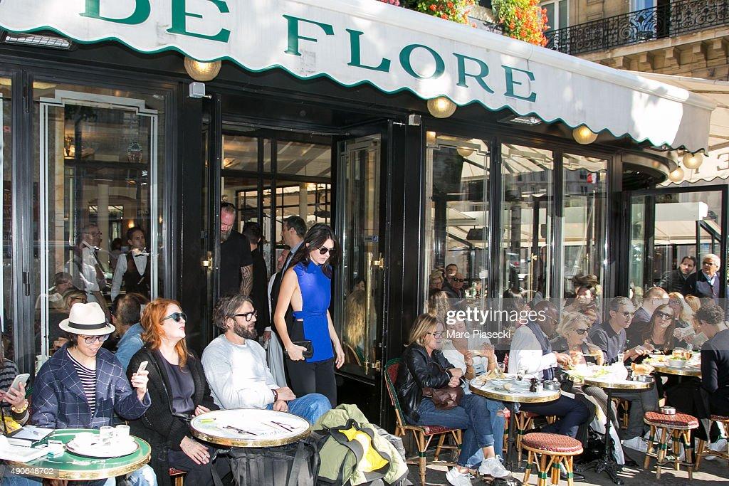 Kendall Jenner leaves the 'Cafe de Flore' on September 30 2015 in Paris France