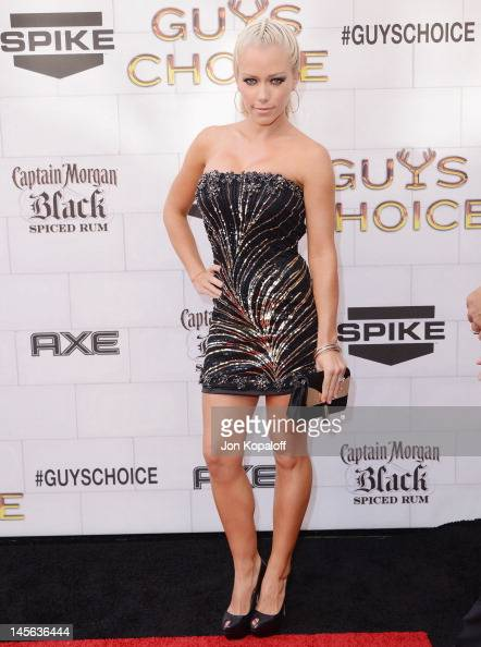 Kendra Wilkinson arrives at Spike TV's 6th Annual 'Guys Choice' Awards at Sony Studios on June 2 2012 in Los Angeles California