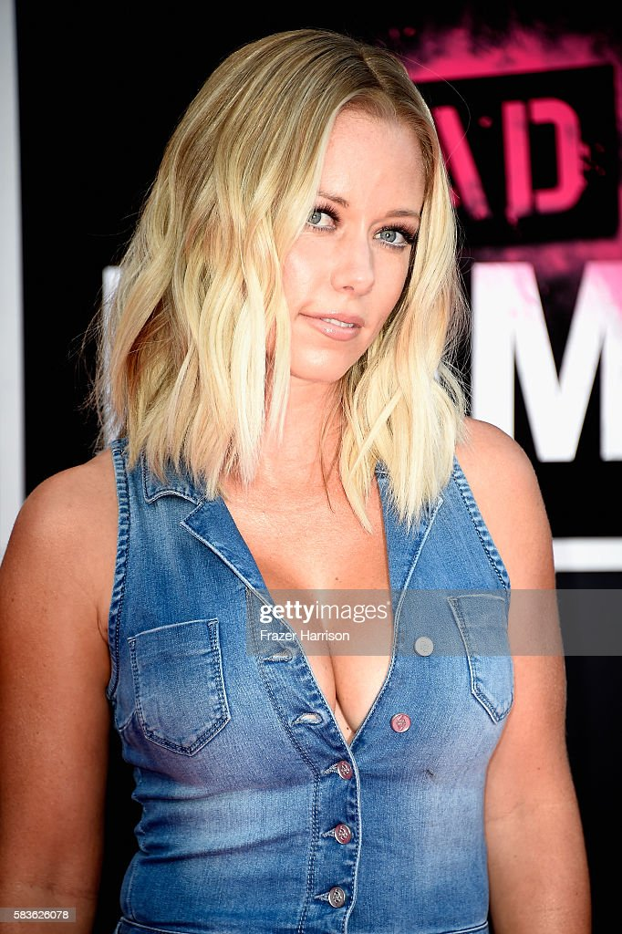 Kendra Wilkinson attends the premiere of STX Entertainment's 'Bad Moms' at Mann Village Theatre on July 26, 2016 in Westwood, California.