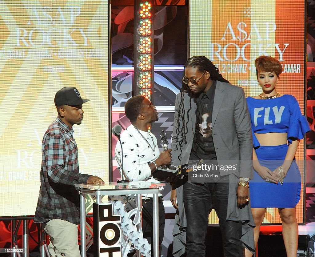 Kendrick Lamar and 2 Chainz accept the Reese's Perfect Combo Award from Kevin Hart during the BET Hip Hop Awards 2013 at the Boisfeuillet Jones Atlanta Civic Center on September 28, 2013 in Atlanta, Georgia.