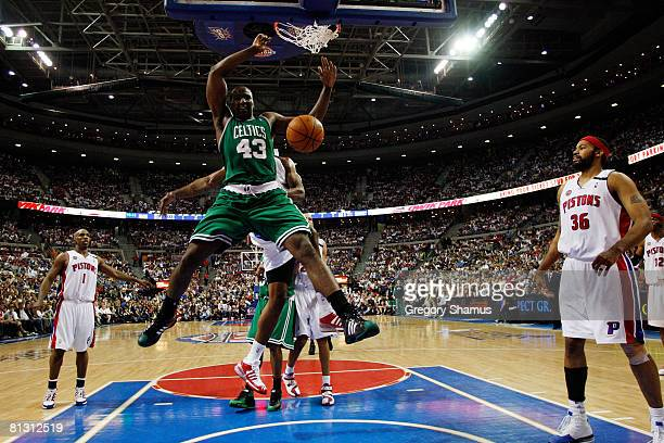 Kendrick Perkins of the Boston Celtics dunks the ball against the Detroit Pistons during Game Six of the Eastern Conference finals during the 2008...