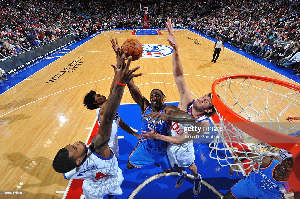 <a gi-track='captionPersonalityLinkClicked' href=/galleries/search?phrase=Kendrick+Perkins&family=editorial&specificpeople=211461 ng-click='$event.stopPropagation()'>Kendrick Perkins</a> #5 of the Oklahoma City Thunder drives to the basket against <a gi-track='captionPersonalityLinkClicked' href=/galleries/search?phrase=Spencer+Hawes&family=editorial&specificpeople=3848319 ng-click='$event.stopPropagation()'>Spencer Hawes</a> #00 of the Philadelphia 76ers at the Wells Fargo Center on November 24, 2012 in Philadelphia, Pennsylvania.