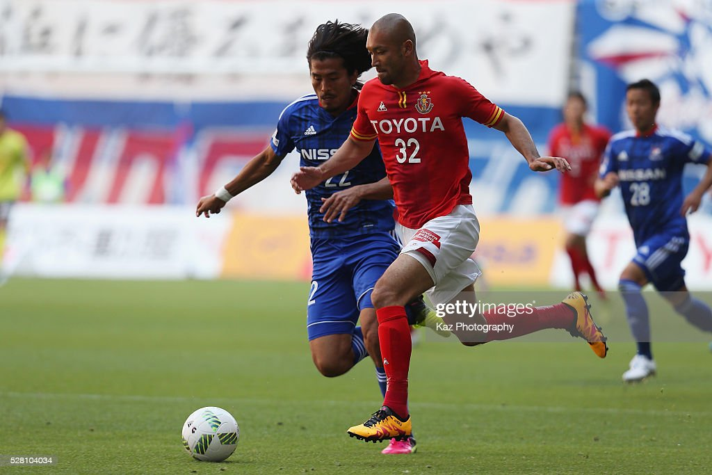 <a gi-track='captionPersonalityLinkClicked' href=/galleries/search?phrase=Kengo+Kawamata&family=editorial&specificpeople=8535845 ng-click='$event.stopPropagation()'>Kengo Kawamata</a> of Nagoya Grampus and <a gi-track='captionPersonalityLinkClicked' href=/galleries/search?phrase=Yuji+Nakazawa&family=editorial&specificpeople=537311 ng-click='$event.stopPropagation()'>Yuji Nakazawa</a> of Yokohama F.Marinos compete for the ball during the J.League match between Nagoya Grampus and Yokohama F.Marinos at the Toyota Stadium on May 4, 2016 in Toyota, Aichi, Japan.
