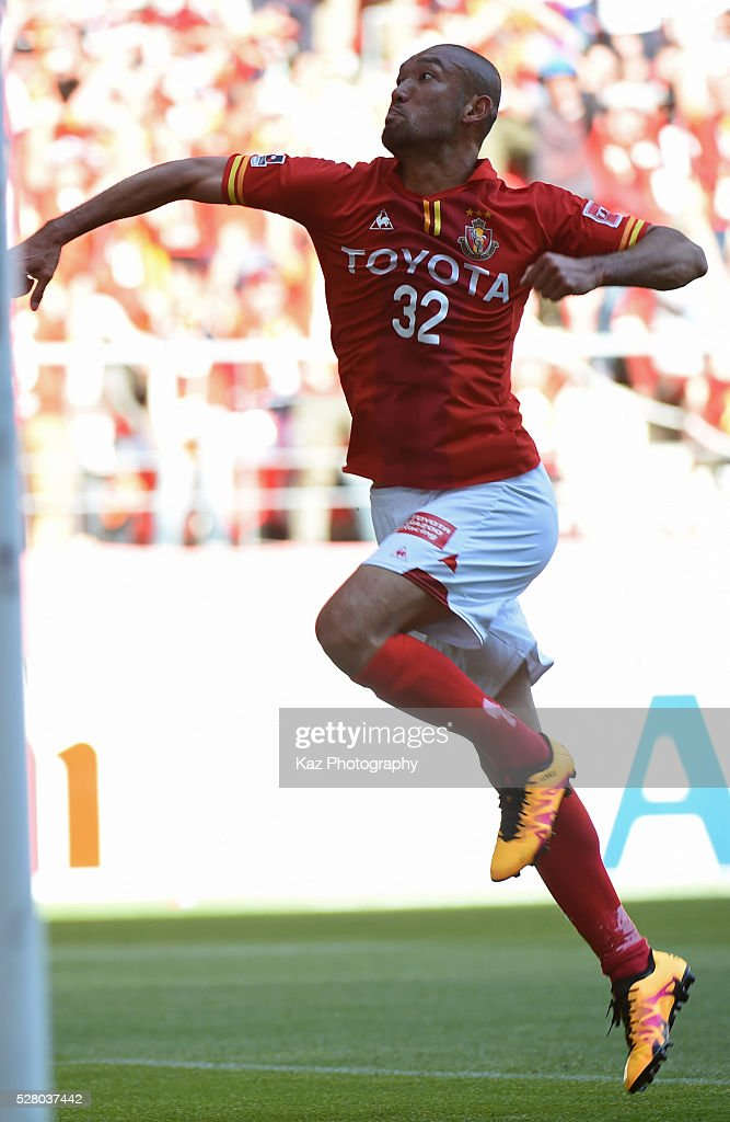 <a gi-track='captionPersonalityLinkClicked' href=/galleries/search?phrase=Kengo+Kawamata&family=editorial&specificpeople=8535845 ng-click='$event.stopPropagation()'>Kengo Kawamata</a> of Nagoya Grampus celebrates the 3rd goal during the J.League match between Nagoya Grampus and Yokohama F.Marinos at the Toyota Stadium on May 4, 2016 in Toyota, Aichi, Japan.