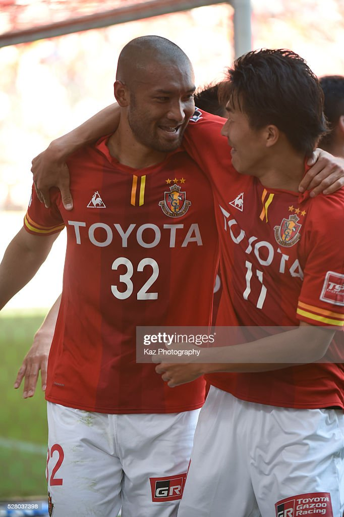 Kengo Kawamata of Nagoya Grampus celebrates the 3rd goal with Kensuke Nagai of Nagoya Grampus, who assists the 3rd goal during the J.League match between Nagoya Grampus and Yokohama F.Marinos at the Toyota Stadium on May 4, 2016 in Toyota, Aichi, Japan.