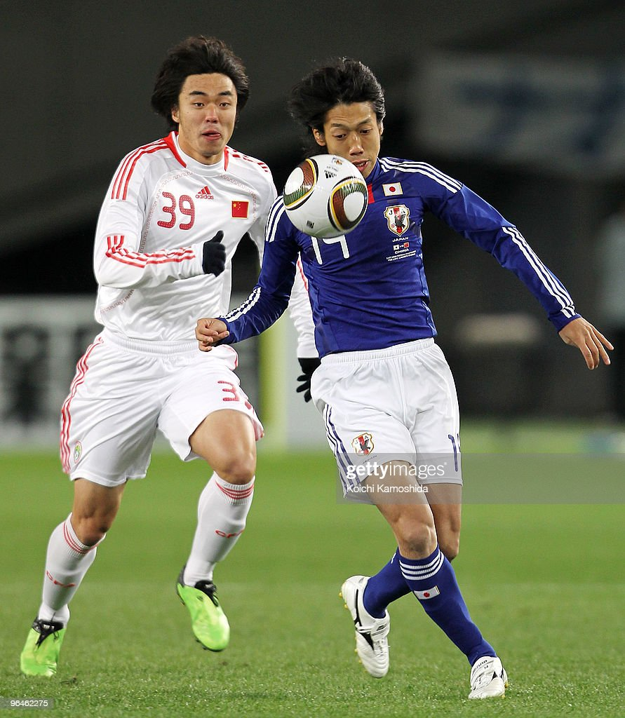 <a gi-track='captionPersonalityLinkClicked' href=/galleries/search?phrase=Kengo+Nakamura&family=editorial&specificpeople=4032936 ng-click='$event.stopPropagation()'>Kengo Nakamura</a> of Japan and Xuri Zhao of China compete for the ball during the East Asian Football Championship 2010 match between Japan and China at Ajinomoto Stadium on February 6, 2010 in Tokyo, Japan.