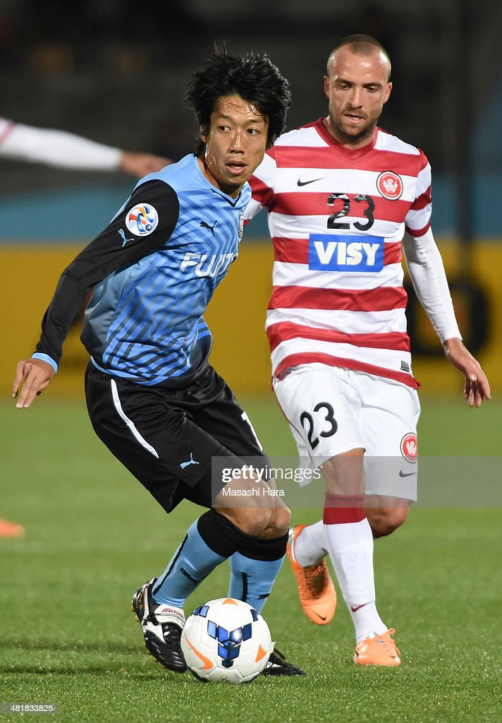 Kengo Nakamura #14 of Kawasaki Frontale in action during the AFC Champions League Group H match between Kawasaki Frontale and Western Sydney Wanderers at Todoroki Stadium on April 1, 2014 in Kawasaki, Japan.