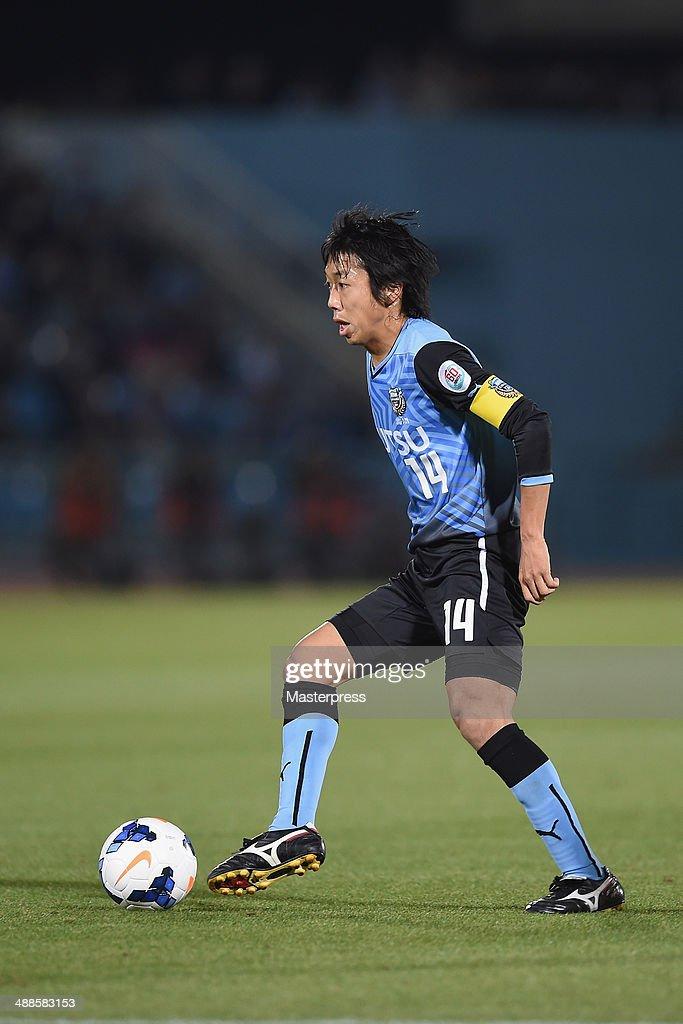Kengo Nakamura of Kawasaki Frontale in action during the AFC Champions League Round of 16 match between Kawasaki Frontale and FC Seoul at Todoroki Stadium on May 7, 2014 in Kawasaki, Kanagawa, Japan.