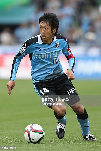Kengo Nakamura of Kawasaki Frontale in action during the JLeague match between Kawasaki Frontale and Albirex Niigata at Todoroki Stadium on April 4...