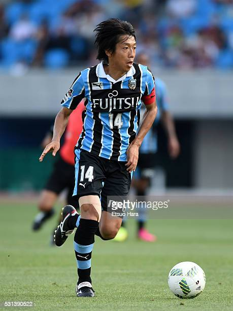Kengo Nakamura of Kawasaki Frontale in action during the JLeague match between Kawasaki Frontale and Vissel Kobe at Todoroki Stadium on May 14 2016...