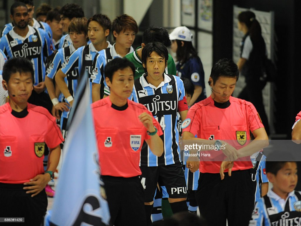 <a gi-track='captionPersonalityLinkClicked' href=/galleries/search?phrase=Kengo+Nakamura&family=editorial&specificpeople=4032936 ng-click='$event.stopPropagation()'>Kengo Nakamura</a> #14 of Kawasaki Frontale looks on prior to the J.League match between Kawasaki Frontale and Jubilo Iwata at the Todoroki Stadium on May 29, 2016 in Kawasaki, Kanagawa, Japan.