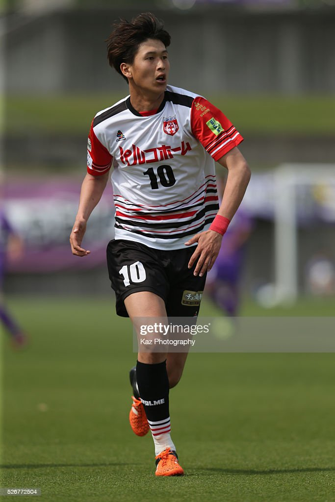 Kenichi Tanimura of Grulla Morioka in action during the J.League third division match between Fujieda MYFC and Grulla Morioka at the Fujieda Stadium on May 1, 2016 in Fujieda, Shizuoka, Japan.