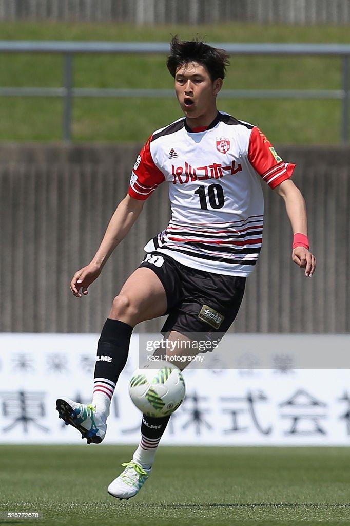 Kenichi Tanumura of Grulla Morioka in action during the J.League third division match between Fujieda MYFC and Grulla Morioka at the Fujieda Stadium on May 1, 2016 in Fujieda, Shizuoka, Japan.