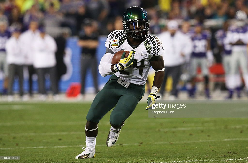 Kenjon Barner #24 of the Oregon Ducks carries the ball against the Kansas State Wildcats during the Tostitos Fiesta Bowl at University of Phoenix Stadium on January 3, 2013 in Glendale, Arizona.