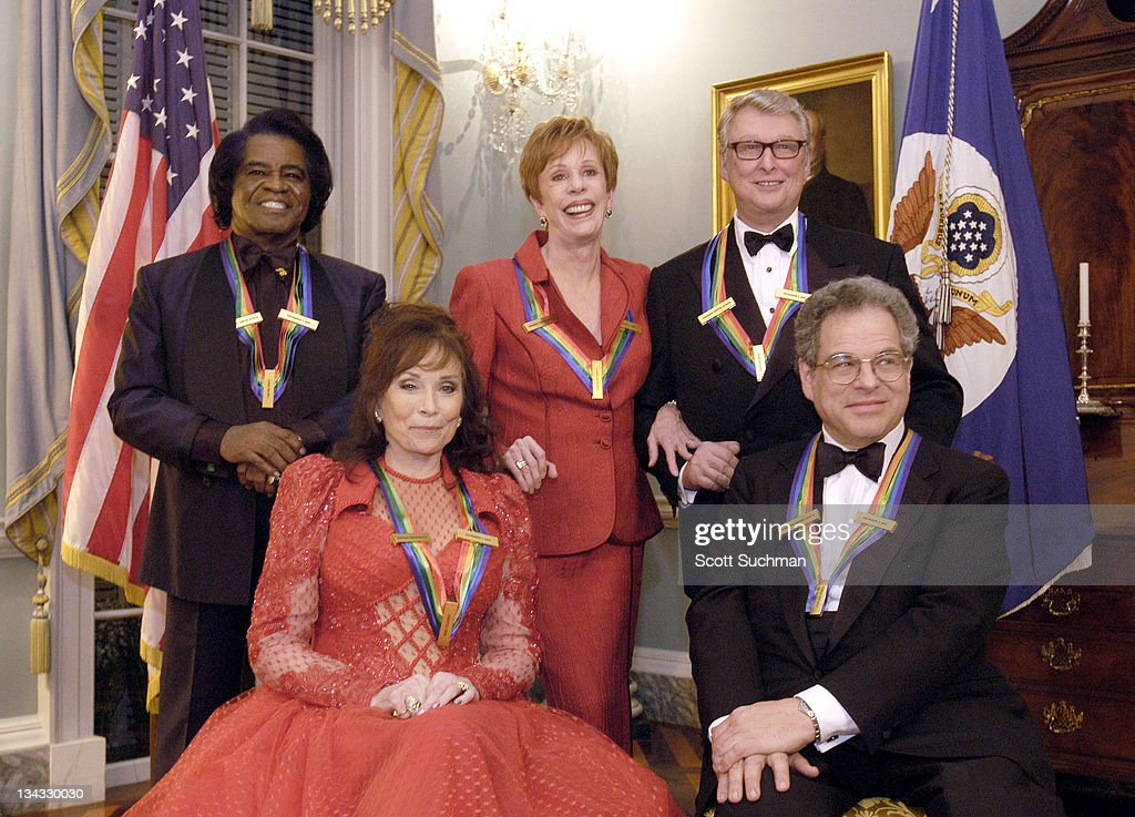 Kennedy Center 2003 Honorees, James Brown, <a gi-track='captionPersonalityLinkClicked' href=/galleries/search?phrase=Loretta+Lynn&family=editorial&specificpeople=213139 ng-click='$event.stopPropagation()'>Loretta Lynn</a>, <a gi-track='captionPersonalityLinkClicked' href=/galleries/search?phrase=Carol+Burnett&family=editorial&specificpeople=206201 ng-click='$event.stopPropagation()'>Carol Burnett</a>, <a gi-track='captionPersonalityLinkClicked' href=/galleries/search?phrase=Mike+Nichols+-+Film+Director&family=editorial&specificpeople=204462 ng-click='$event.stopPropagation()'>Mike Nichols</a> and <a gi-track='captionPersonalityLinkClicked' href=/galleries/search?phrase=Itzhak+Perlman&family=editorial&specificpeople=593397 ng-click='$event.stopPropagation()'>Itzhak Perlman</a>