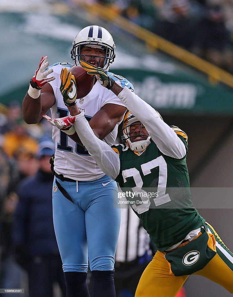 <a gi-track='captionPersonalityLinkClicked' href=/galleries/search?phrase=Kenny+Britt&family=editorial&specificpeople=469830 ng-click='$event.stopPropagation()'>Kenny Britt</a> #18 of the Tennessee Titans makes a catch as the ball slips through the hands of Sam Shields #37 of the Green Bay Packers at Lambeau Field on December 23, 2012 in Green Bay, Wisconsin. The Packers defeated the Titans 55-7.