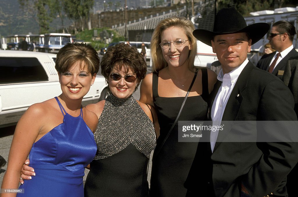 Kenny Chesney, Date, His Half-Sister Jennifer Chandler, and His Mother Karen Chandler
