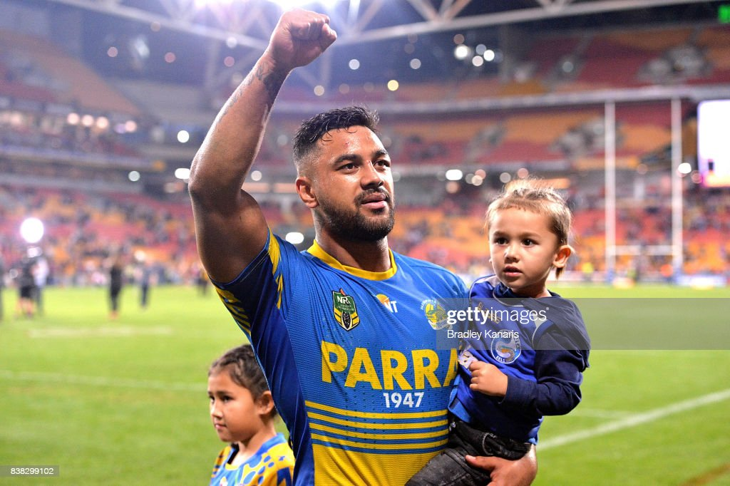 Kenny Edwards of the Eels celebrates victory with fans after the round 25 NRL match between the Brisbane Broncos and the Parramatta Eels at Suncorp Stadium on August 24, 2017 in Brisbane, Australia.