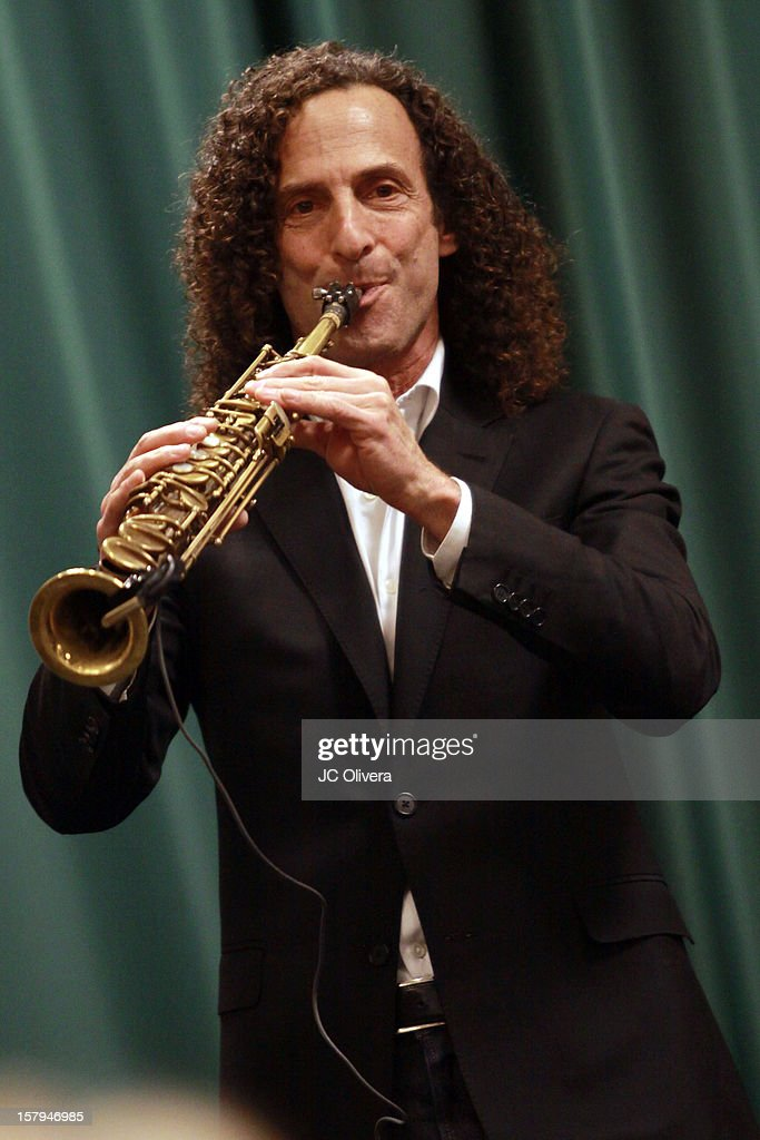 <a gi-track='captionPersonalityLinkClicked' href=/galleries/search?phrase=Kenny+G&family=editorial&specificpeople=211357 ng-click='$event.stopPropagation()'>Kenny G</a> performs during a live Interactive reading event of 'ELFBOT' inside Barnes & Noble at The Americana at Brand on December 7, 2012 in Glendale, California.