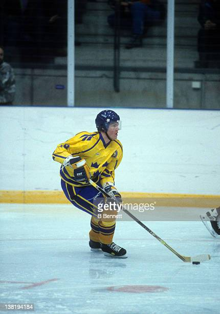 Kenny Jonsson of Team Sweden skates with the puck against Team Slovakia during the 1994 Winter Olympic Games on February 13 1994 at the Haakons Hall...