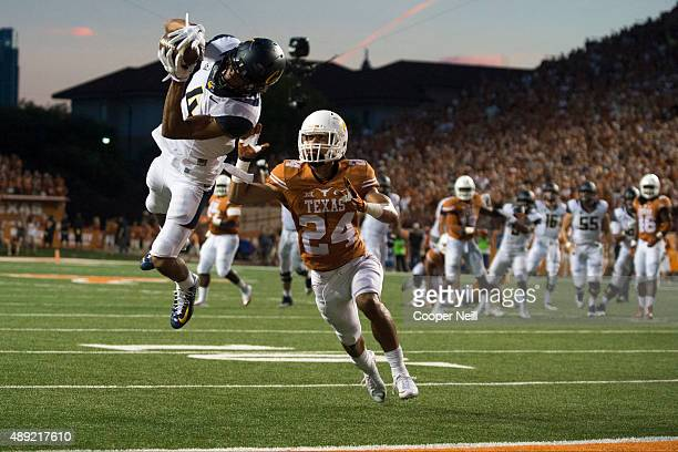 Kenny Lawler of the California Golden Bears catches a 17yard touchdown pass against the Texas Longhorns during the second quarter on September 19...