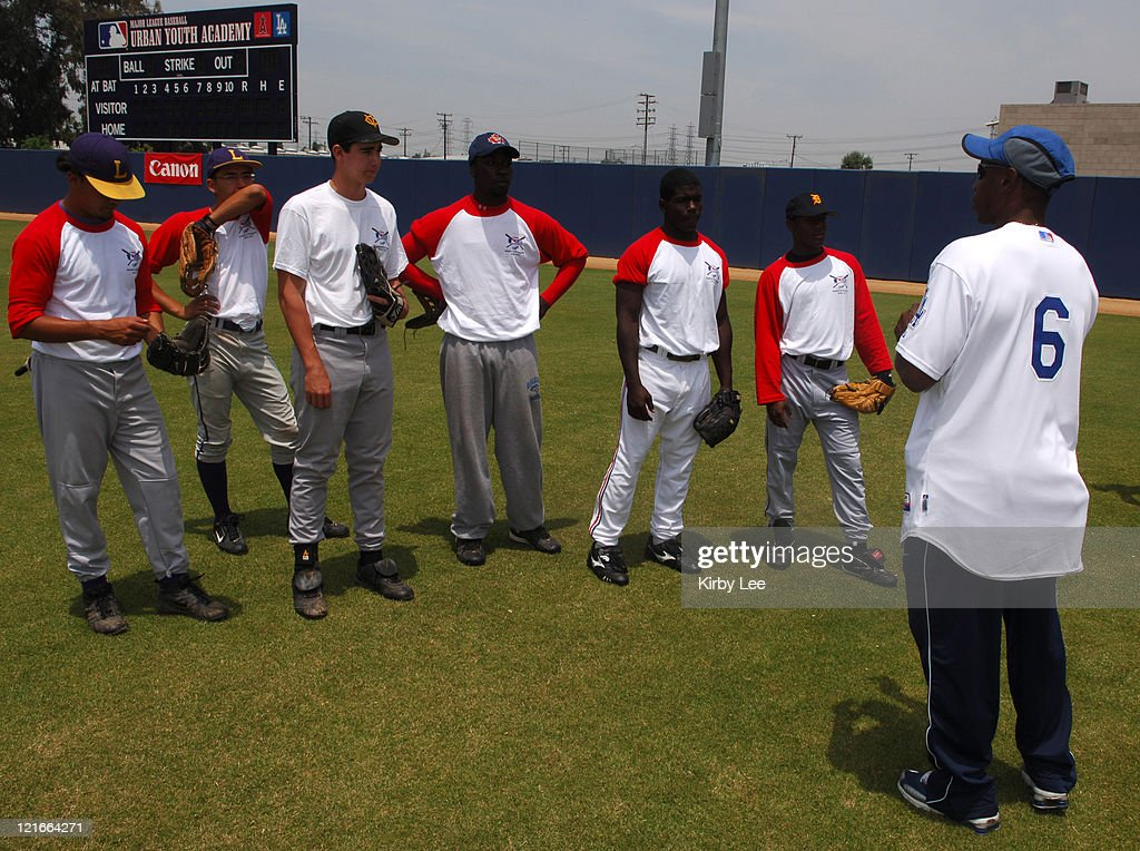 Kenny Lofton of the Los Angeles Dodgers lectures to high school players at the MLB Urban Youth Academy Clinic in Compton, Calif. on Friday, June 2, 2006.