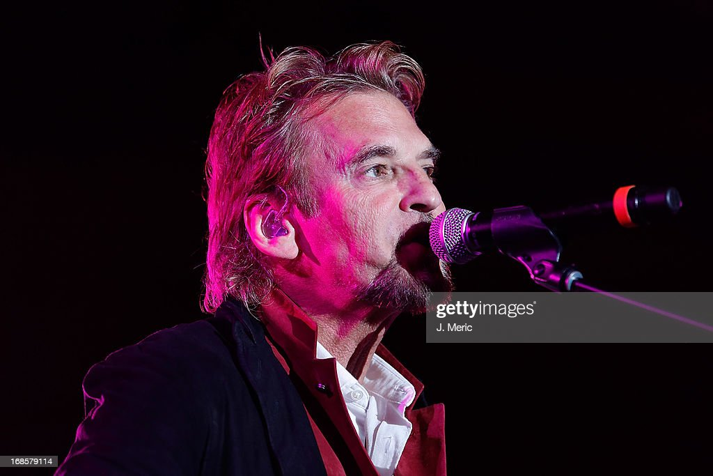 <a gi-track='captionPersonalityLinkClicked' href=/galleries/search?phrase=Kenny+Loggins&family=editorial&specificpeople=640646 ng-click='$event.stopPropagation()'>Kenny Loggins</a> performs during the Ray's Summer Concert Series at Tropicana Field on May 11, 2013 in St Petersburg, Florida.