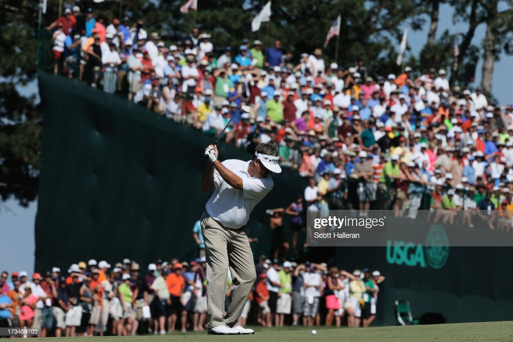 <a gi-track='captionPersonalityLinkClicked' href=/galleries/search?phrase=Kenny+Perry&family=editorial&specificpeople=210558 ng-click='$event.stopPropagation()'>Kenny Perry</a> hits his approach shot to the 18th green during the final round of the 2013 U.S. Senior Open Championship at Omaha Country Club on July 14, 2013 in Omaha, Nebraska.