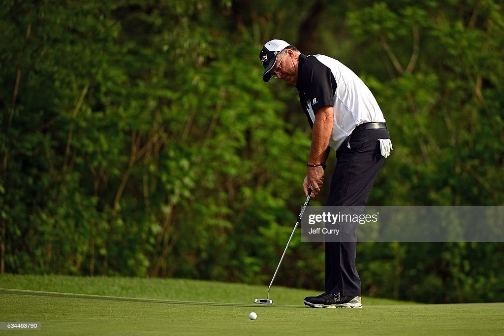 <a gi-track='captionPersonalityLinkClicked' href=/galleries/search?phrase=Kenny+Perry&family=editorial&specificpeople=210558 ng-click='$event.stopPropagation()'>Kenny Perry</a> putts on the first hole during the first round 2016 Senior PGA Championship presented by KitchenAid at the Golf Club at Harbor Shores on May 26, 2016 in Benton Harbor, Michigan.