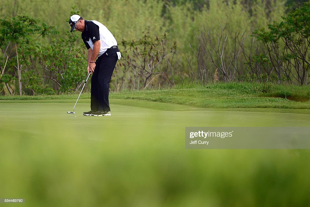 <a gi-track='captionPersonalityLinkClicked' href=/galleries/search?phrase=Kenny+Perry&family=editorial&specificpeople=210558 ng-click='$event.stopPropagation()'>Kenny Perry</a> putts on the second hole during the first round 2016 Senior PGA Championship presented by KitchenAid at the Golf Club at Harbor Shores on May 26, 2016 in Benton Harbor, Michigan.