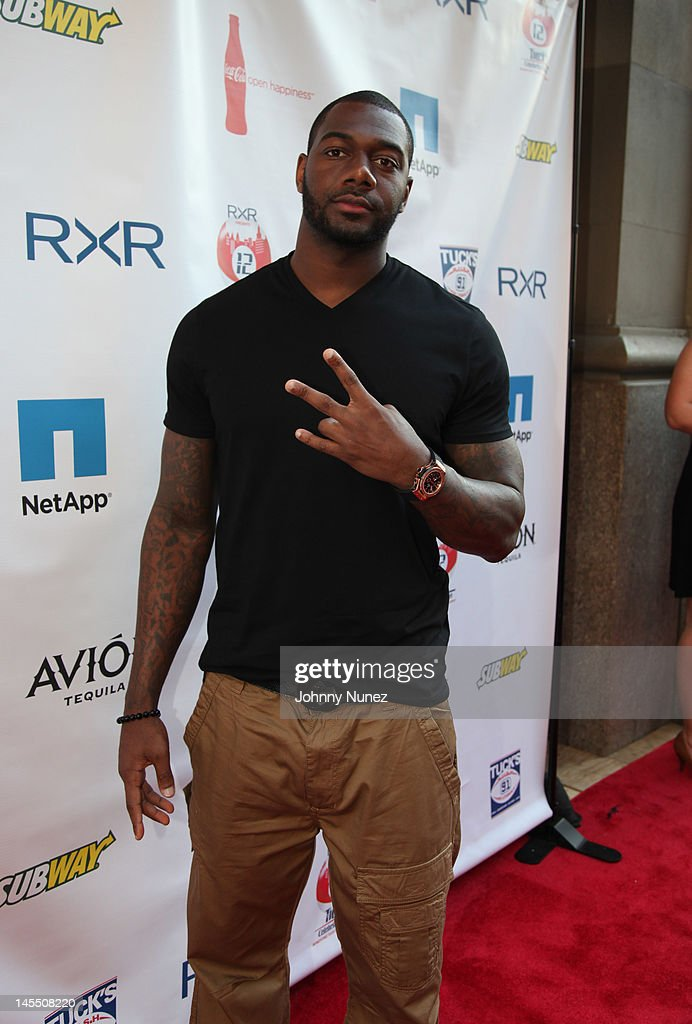 <a gi-track='captionPersonalityLinkClicked' href=/galleries/search?phrase=Kenny+Phillips&family=editorial&specificpeople=2145127 ng-click='$event.stopPropagation()'>Kenny Phillips</a> attends the NY Giants Justin Tuck 4th Annual celebrity billiards tournament at Slate NYC on May 31, 2012 in New York City.