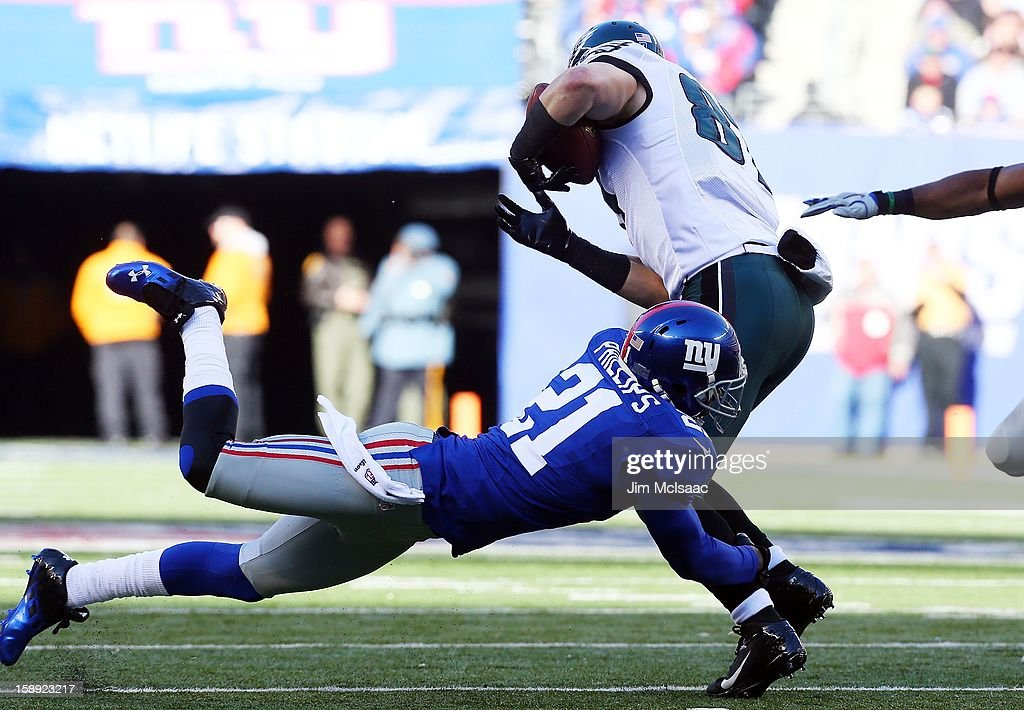 <a gi-track='captionPersonalityLinkClicked' href=/galleries/search?phrase=Kenny+Phillips&family=editorial&specificpeople=2145127 ng-click='$event.stopPropagation()'>Kenny Phillips</a> #21 of the New York Giants in action against <a gi-track='captionPersonalityLinkClicked' href=/galleries/search?phrase=Brent+Celek&family=editorial&specificpeople=2557212 ng-click='$event.stopPropagation()'>Brent Celek</a> #87 of the Philadelphia Eagles at MetLife Stadium on December 30, 2012 in East Rutherford, New Jersey. The Giants defeated the Eagles 42-7.