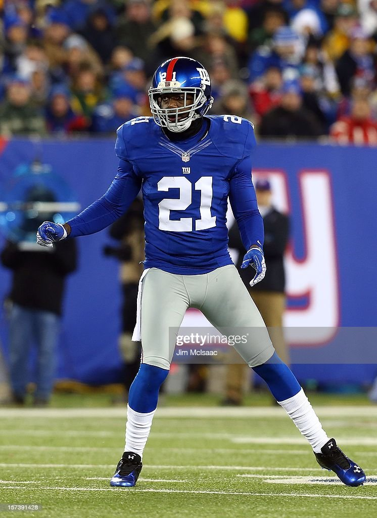 <a gi-track='captionPersonalityLinkClicked' href=/galleries/search?phrase=Kenny+Phillips&family=editorial&specificpeople=2145127 ng-click='$event.stopPropagation()'>Kenny Phillips</a> #21 of the New York Giants in action against the Green Bay Packers at MetLife Stadium on November 25, 2012 in East Rutherford, New Jersey. The Giants defeated the Packers 38-10.