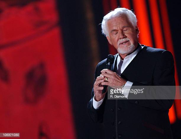 Kenny Rogers at the Top 12 love fest concert for CMT 100 GREATEST LOVE SONGS debuting on Sunday June 13 at 4001000 PM ET/PT* on CMT