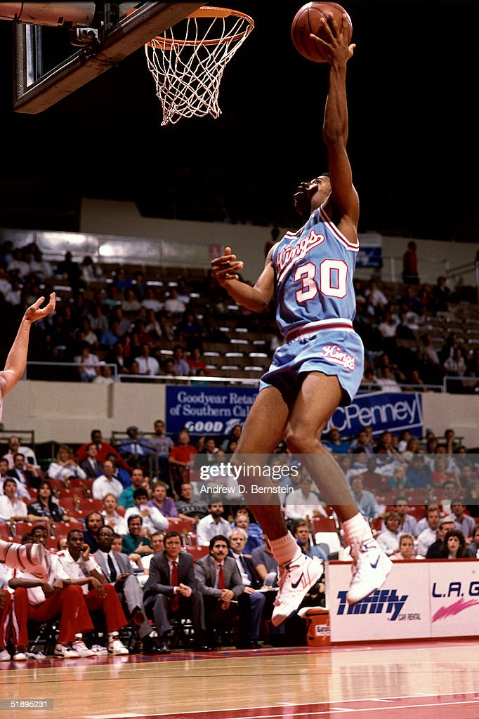 Kenny Smith of the Sacramento Kings drives to the basket for a layup against the Los Angeles Clippers during an NBA game at the LA Memorial Sports...