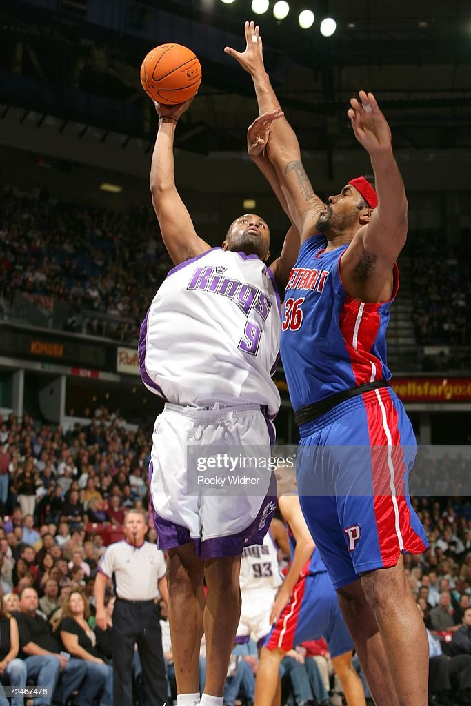 Kenny Thomas #9 of the Sacramento Kings shoots the ball over Rasheed Wallace #36 of the Detroit Pistons on November 8, 2006 at ARCO Arena in Sacramento, California.