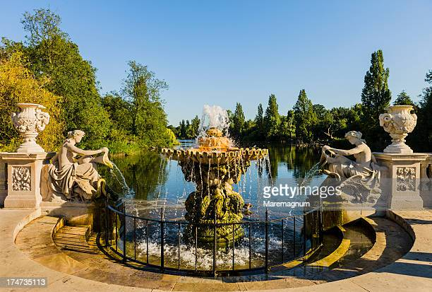 Kensington Gardens, Italian Garden, the fountain