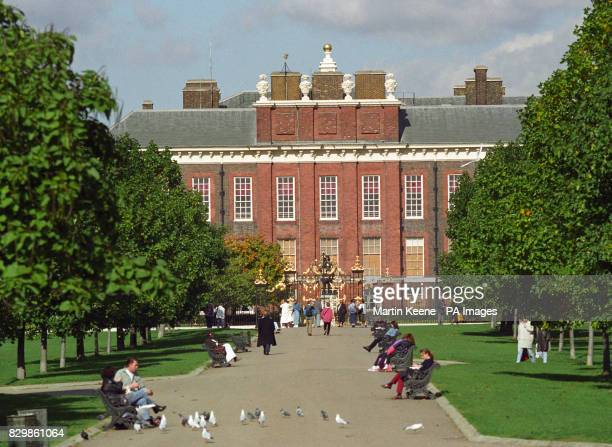 Kensington Palace home of the Princess of Wales and other members of the Royal family 28/5/96 Irishman Liam Whitney was arrested after tapping on the...
