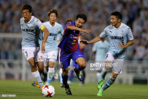Kensuke Nagai of FC Tokyo competes for the ball against Kentaro Oi and Nagisa Sakurauchi of Jubilo Iwata during the JLeague J1 match between Jubilo...