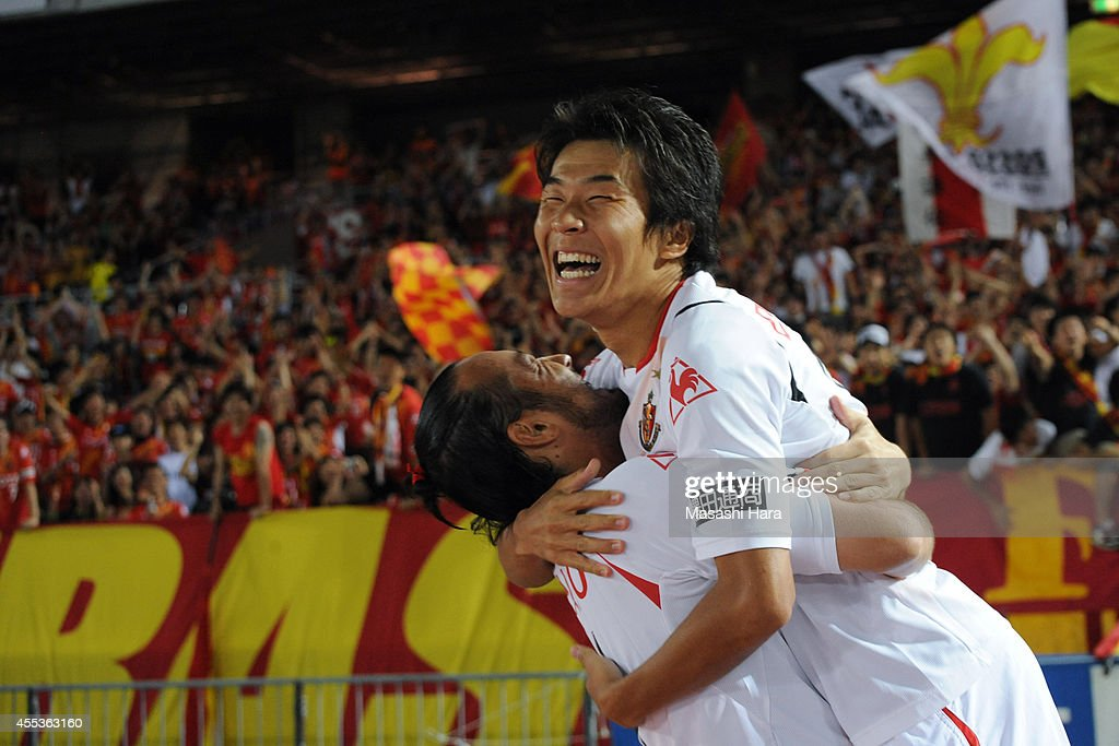 <a gi-track='captionPersonalityLinkClicked' href=/galleries/search?phrase=Kensuke+Nagai&family=editorial&specificpeople=6548859 ng-click='$event.stopPropagation()'>Kensuke Nagai</a> #18 of Nagoya Grampus (R) celebrates the second goal with <a gi-track='captionPersonalityLinkClicked' href=/galleries/search?phrase=Marcus+Tulio+Tanaka&family=editorial&specificpeople=1541600 ng-click='$event.stopPropagation()'>Marcus Tulio Tanaka</a> during the J.League match between Yokohama F.Marinos and Nagoya Grampus at Nissan Stadium on September 13, 2014 in Yokohama, Kanagawa, Japan.